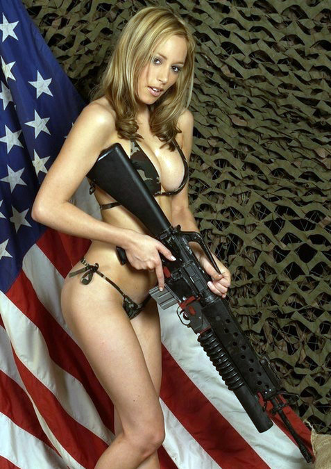 Chicks_with_guns_05